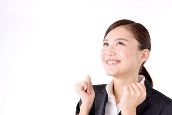 ストラテジー開発のメリットを考えて嬉しい女性